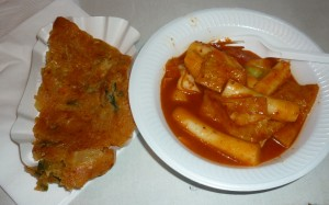 Kimchi-Pfannkuchen & Ddeokbughi