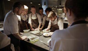 01_Rene+Redzepi+testet+gemeinsam+mit+seinem+Gericht+neue+Gerichte